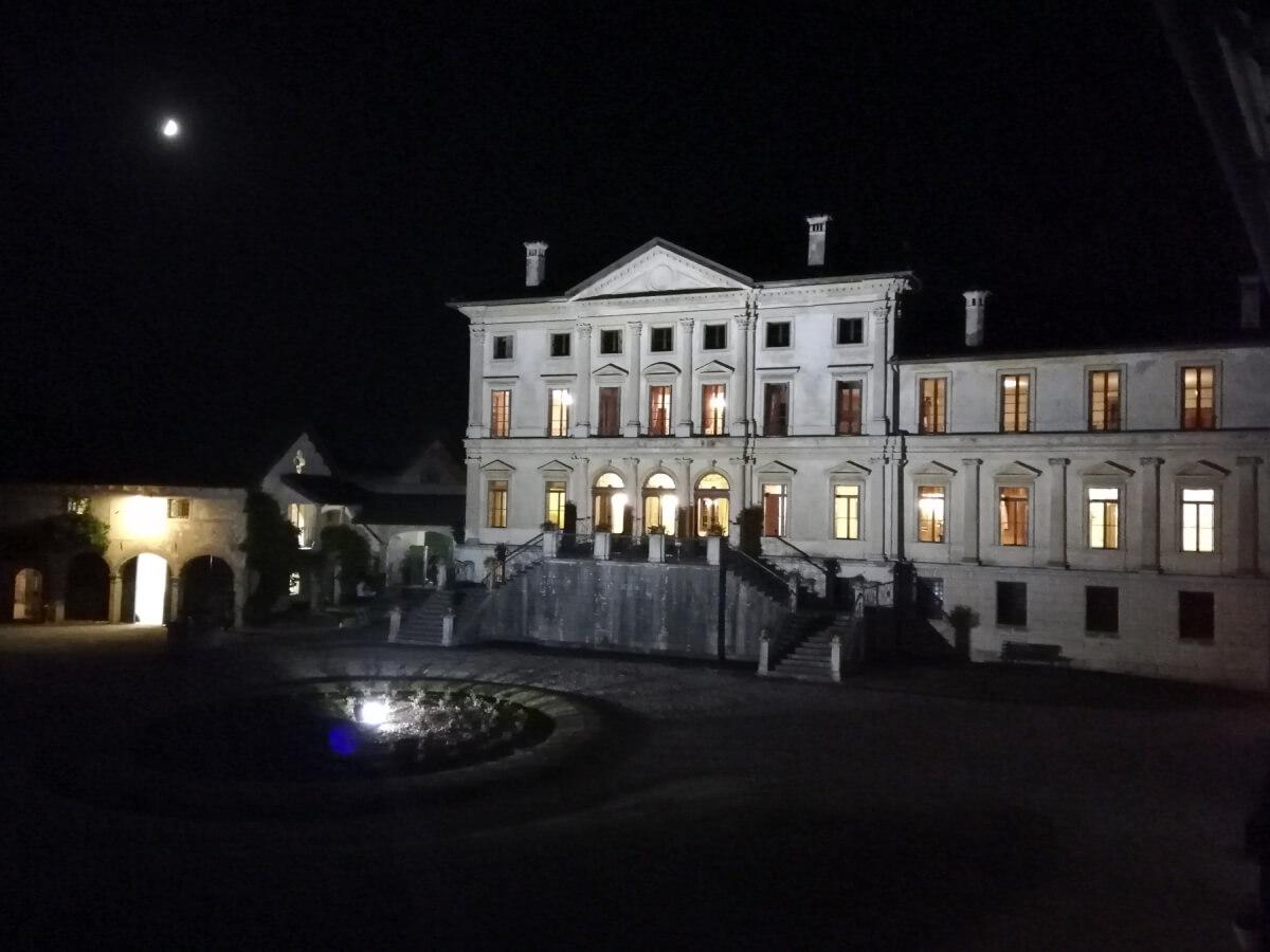 villa-di-modolo-notturna