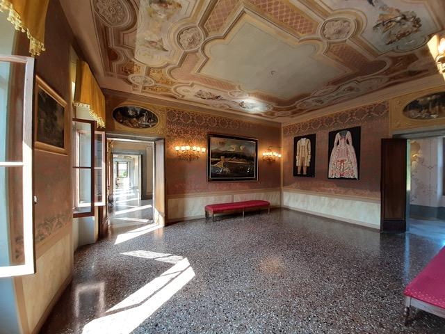villa-di-modolo-salotto-rosso